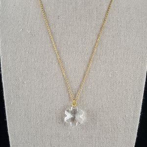 Jewelry - Gold Toned Necklace w Clear Snowflake Pendant